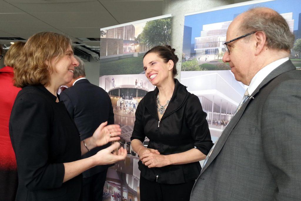 Suzanne Talon, Kirsty Duncan et Pierre Dumouchel